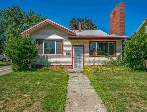 967 State ST, Weiser – Curb appeal and a yard with mature landscaping!